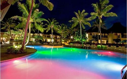 Un effetto atmosferico spettacolare grazie all'illuminazione led per piscina