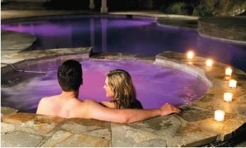 Illuminazione a led per piscina per un momento di relax